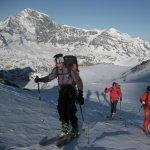<p>Luce ancora bassa al raggiungimento del Col Porton 3350m dal Rifugio Chanrion. Nicolas, Antonio e Marco</p>